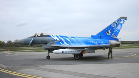 """Auch der """"Bavarian Tiger""""-Eurofighter wird in der Luft zu sehen sein, wenn das Geschwader seinen 60. Geburtstag mit einigen Vorbeiflügen an Neuburg feiert. Das Flugzeug tritt zum Jubiläum in einer besonderen Folierung auf."""