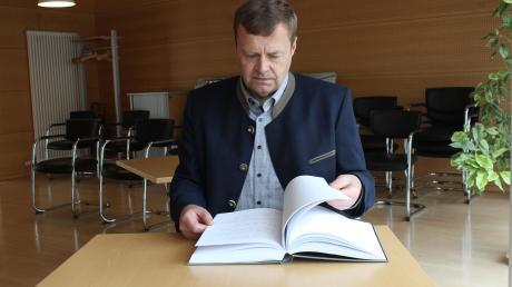 Mehrere hundert Seiten dick ist das Kondolenzbuch geworden. Es lag nach dem Tod von Karl Seitle aus und wird nun der Familie übergeben.