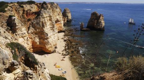 Wird seit vergangenem Sonntag vom Robert-Koch-Institut auch nicht mehr als Risikogebiet eingeschätzt: die Algarve im Süden Portugals. Das Land verzeichnet seit Wochen stabile Inzidenzwerte von unter 35.