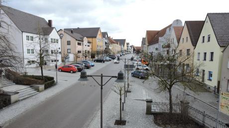 Der Marktplatz in Burgheim ist Teil des sogenannten Sanierungsgebietes. Aber nicht nur die Sanierung der Gebäude gehört zu den Zielen der Rahmenplanung.