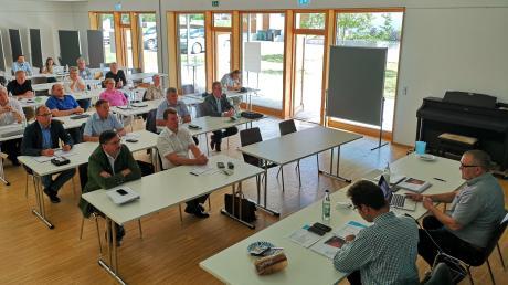 """Im Saal des Innovationszentrums in Unterhausen fand die Mitgliederversammlung des Vereins """"Altbayerisches Donaumoos e. V."""" statt."""