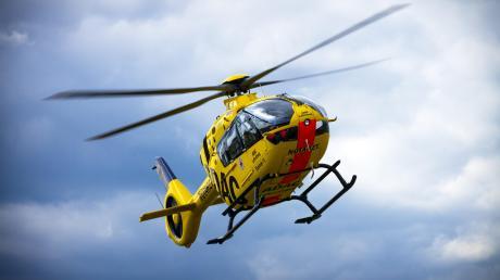 Ein Rettungshubschrauber brachte am Mittwoch einen 31-Jährigen ins Krankenhaus, der sich bei einem Stapler-Unfall verletzte.