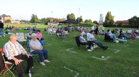 Markiert, nummeriert und registriert zog es viele Besucher und Besucherinnen zum Picknick-Hoagarten der Theaterfreunde Rennertshofen.