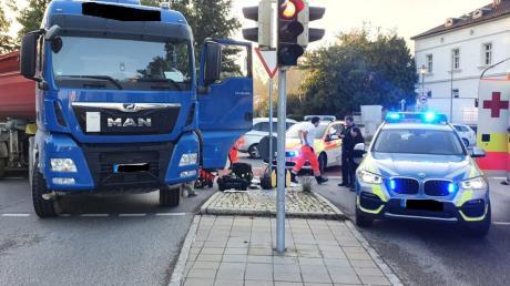 Erneut ereignete sich an der Kreuzung Ingolstädter-/Monheimer Straße in Neuburg ein schwerer Unfall zwischen einem Lkw und enem Radfahrer.