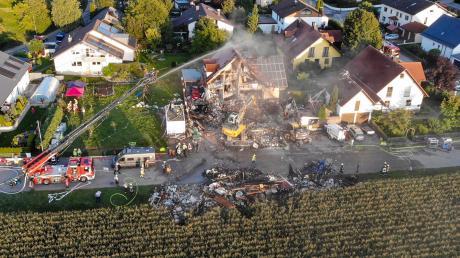 Bis zu 270 Einsatzkräfte waren nach der Explosion eines Doppelhauses in Rohrbach im Einsatz.