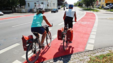 Kommt etwas von links? An der Kreuzung Ingolstädter/Monheimer Straße in Neuburg werden Radfahrer durch abbiegende Fahrzeuge gefährdet.