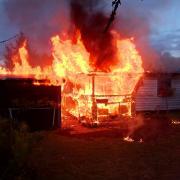 Am Mittwochabend ist im Neuburger Schleifmühlweg eine Gartenhütte abgebrannt.