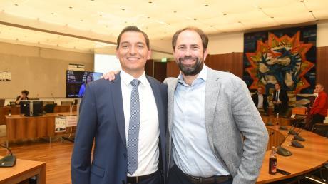 Zufrieden mit dem Ergebnis: Direktkandidat Lukas Rehm (links) mit dem AfD-Europaabgeordneten Markus Buchheit.