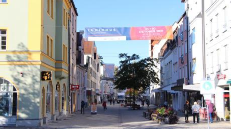 Der Leerstand in der Innenstadt ist ein großes Thema in Ingolstadt. Auch wenn jetzt das ehemalige C&A-Gebäude neue Mieter gefunden hat, so stehen doch noch einige Läden leer. In manchen von ihnen präsentieren sich jetzt Künstler.