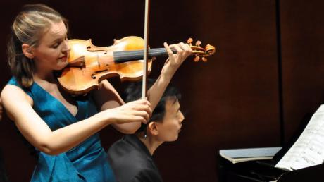 Glanzvoll: die beiden herausragenden Musiker, Franziska Hölscher an der Violine und William Youn am Klavier.