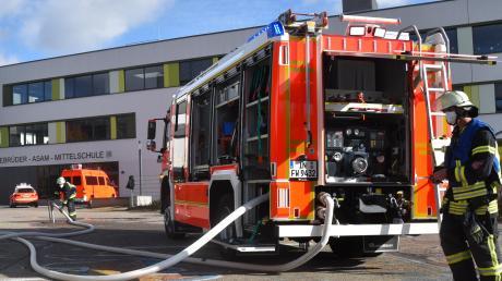 Am Ingolstädter Apian-Gymnasium brach um kurz nach elf Uhr ein fiktiver Brand aus. Schnell war der erste Löschzug zur Stelle.