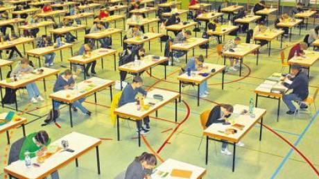Start für die Abiturprüfung im Oettinger Gymnasium.