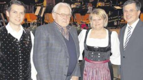 Fritz Preiss (Zweiter von links) wurde die Ehrenmitgliedschaft verliehen. Mit ihm freuen sich Vorsitzender Andreas Fuchs, Margit Schreiber und Bürgermeister Müller.