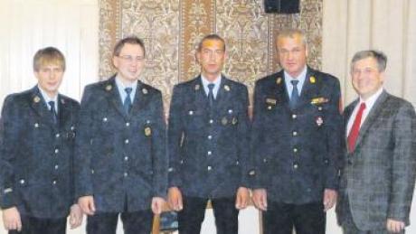 Der Vorstand der Feuerwehr Oettingen (von links): Thomas Foltin, Martin Laber, Daniel Härtle und Thomas Fink mit Bürgermeister Matti Müller (von links).