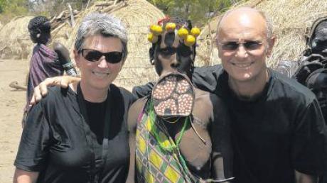 Andere Länder, andere Sitten: Beim Stamm der Mursi in Äthiopien gelten Holzteller in der Unterlippe als sexy.