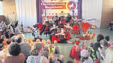Die Showgarde überzeugte mit einem sehenswerten Tanz bei den Faschingsfreunden Megesheim in der Mehrzweckhalle.
