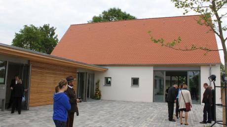 In Wechingen wurde neben einem neuen Pfarrhaus auch ein neues Gemeindehaus gebaut. Die Gemeinde gab dazu 100000 Euro.