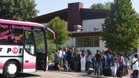 Ankunft in Amerdingen: Etwa 30 Asylbewerber, die bislang in der Turnhalle in Ederheim untergebracht waren, leben jetzt in der Halle in Amerdingen. 73 Freiwillige hatten sich gemeldet, um die Menschen zu unterstützen.