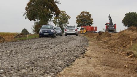 Die Kreisstraße DON8 wird ausgebaut: Die Straße wird verbreitert und ein neuer Rad- und Gehweg entsteht.