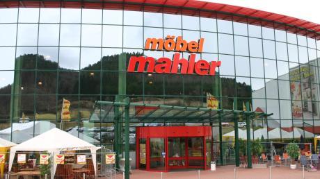 Das Möbelhaus Mahler in Bopfingen schließt: Seniorchef Gerhard Mahler spricht von einer der schwersten Entscheidungen in der Geschichte des Familienunternehmens. Auch der Standort Wolfratshausen ist davon betroffen.