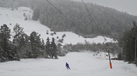 Der Skilift am Bopfinger Sandberg wurde 1972 gebaut und ist schon lange in Betrieb. Vor allem Wintersportler aus dem Ries kommen gerne nach Bopfingen, um Ski oder Snowboard zu fahren. Aufgrund der Wetterkapriolen in unseren Breiten ist das aber nicht jeden Winter möglich.