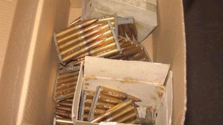 In Altenstadt hat ein Unbekannte eine Paketlieferung voll mit Gewehrmunition gestohlen.
