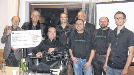 Auf unserem Bild sind (von links) Prof. Dr. Neundörfer, Wolfgang Fierek, Matthias Küffner, Tobias Källner, Peter Schneller, Oberbürgermeister Hermann Faul, Bernd Müller und Daniel Rauch.