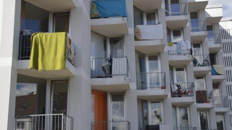 Mehr als 100 Flüchtlinge leben derzeit im ehemaligen Schwesternwohnheim in Oettingen. Angedacht war das Gebäude ursprünglich mal als sogenannte Not-Unterkunft. Mittlerweile ist das Haus ein ganz reguläres Asylbewerberheim, eine dezentrale Einrichtung.