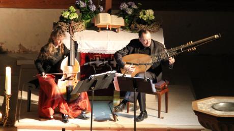 Frederike Heumann (Viola da Gamba) und Xavier Diaz-Latorre (Theorbe und Barockgitarre) traten in der Klosterkirche von Auhausen auf.