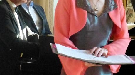 Als besondere Stärke präsentierte die Gesangssolistin Katrin Küsswetter wunderbar fließende Koloraturen. Den Klavierpart begleitete Helmut Lammel.