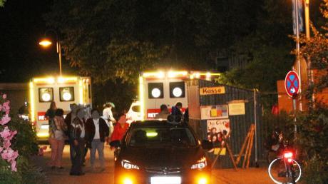 Ein großes Aufgebot an Polizisten, Feuerwehrleuten und Rettungskräften eilte nach dem Unfall auf das Historische Fest nach Hohenaltheim.