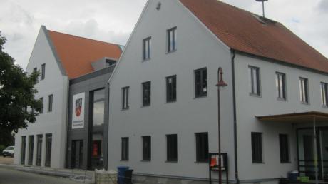 Die Bauarbeiten am neuen Gemeinschaftshaus sind endlich beendet. Am Sonntag wird das Gebäude, in dem Rathaus, Schützenheim und Gemeindesaal untergebracht sind, mit einem Festakt eingeweiht.
