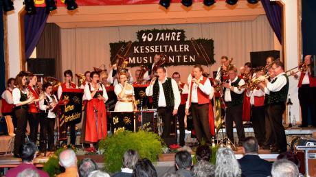 Beim Konzert zum 40-jährigen Bestehen der Kesseltaler Musikanten spielte die Gruppe in Amerdingen zusammen mit den Flotten Härtsfeldern.
