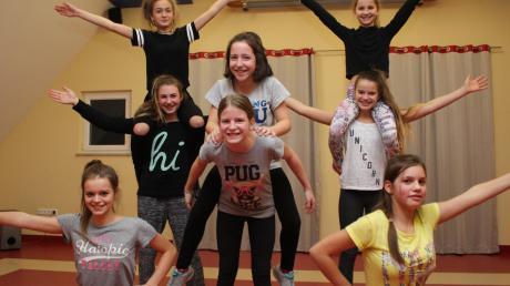Beim letzten Training haben die Tänzerinnen der Teeniegarde der Faschingsfreunde Megesheim noch Sportklamotten an. Auf Faschingsfeiern werden sie mit Tüllröckchen und Muffin-Shirt zu sehen sein.