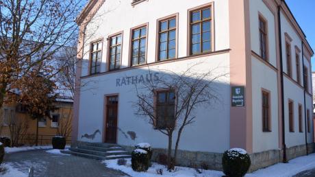 Das Rathaus in Megesheim wird umgebaut. Nachdem die Poststelle und die Sparkasse dort weg sind, soll im Erdgeschoss künftig die Gemeindekanzlei untergebracht werden.