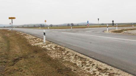 Die Kreisstraße zwischen der Merzinger Abzweigung und dem Hohenaltheimer Ortseingang soll saniert werden. Die Hohenaltheimer wollen die in den Ort einfahrenden Raser abbremsen.