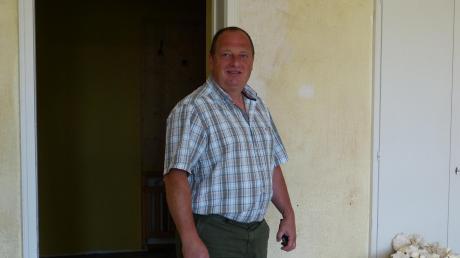 Bürgermeister Dietmar Höhenberger, zu sehen in der Gemeindekanzlei Schwörsheim, die derzeit generalsaniert wird. Im Interview mit den Rieser Nachrichten spricht er unter anderem über das Gemeinschaftsgefühl der Gemeinde.