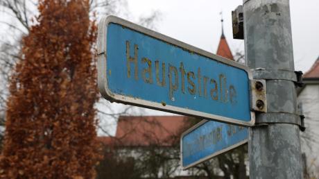 Der Auhausener Gemeinderat hat beschlossen, dass die Hauptstraße in Dornstadt in Dorfstraße umbenannt werden soll. Der Auhausener Hauptstraße widerfährt das selbe Schicksal. Bürger werden von der Gemeinde und der Verwaltungsgemeinschaft bei Adressänderungen unterstützt.