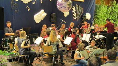 Der Akkordeonclub Riesharmoniker gab in der Megesheimer Gemeindehalle ein Konzert mit großer Bandbreite.