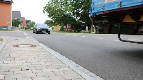 Die Wechinger Ortsdurchfahrt wurde 2017 umgestaltet. Eine neue Fahrbahndecke, moderne Gehwege und auch am Fahrbahnrand wurden Grünflächen erneuert. Die Anlieger wurden, wie damals üblich, an den Kosten beteiligt.