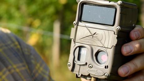 Eine Wildkamera  wie diese hat in Hohenaltheim einen Täter überführt.