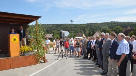 Bei der Eröffnung der Greiselbacher Ortsumfahrung waren zahlreiche Ehrengäste und Bürger anwesend.