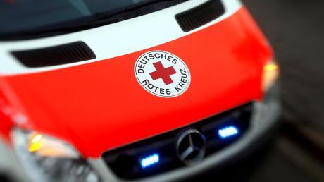 Der Beifahrer wurde mit dem Rettungsdienst in das Nördlinger Krankenhaus gebracht.