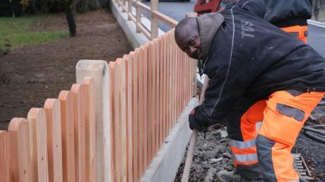Ob bei Temperaturen um den Gefrierpunkt oder bei Hitze: Ebere Mishack Ikeanumba sagt über seinen Job als Bauhelfer, dass er ihn liebt. Dem Nigerianer droht allerdings die Abschiebung.