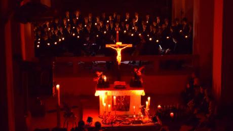 Der Nachwuchschor der Regensburger Domspatzen hat in der Klosterkirche in Auhausen ein Weihnachtskonzert gegeben. Den tosenden Schlussapplaus hatten die Buben mehr als verdient.
