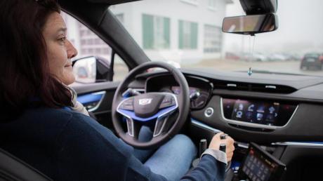 Das spezielle Hightec-System, mit dem Anja Gierse wieder fahren kann, besteht unter anderem aus einem leichtgängigen Mini-Lenkrad mit Dreizack-Griff.