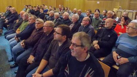 In Kösingen folgten viele Bürger den Ausführungen von Bürgermeister Thomas Häfele.