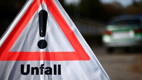 Auf der A7 am Hittistetter Dreieck ist eine Frau mit ihrem Wagen in zwei Autos gestoßen.