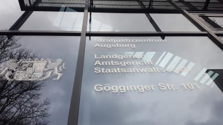 Vor dem Amtsgericht Augsburg wurde ein besonders ekliger Fall aus der JVA Niederschönenfeld verhandelt.