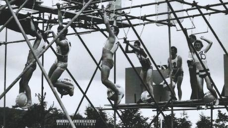 """Im Lauf der Jahre mussten sich die Teilnehmer beim Mönchsdegginger """"Spiel ohne Grenzen"""" in den unterschiedlichsten Wettkämpfen messen. Das Foto zeigt eine Szene aus den 1970er-Jahren."""